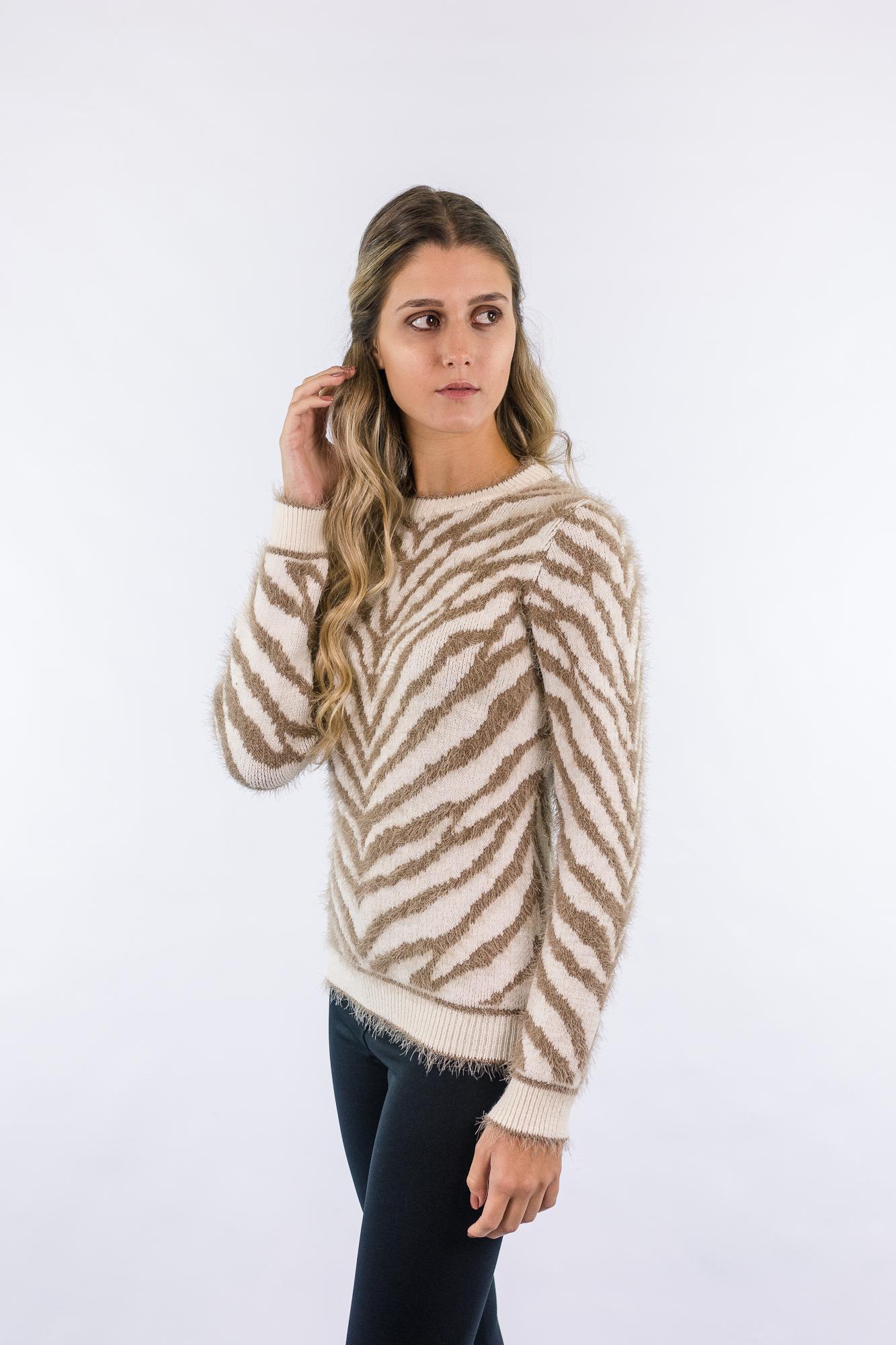 Blusa jacquard em zebra fio com pelos 1245