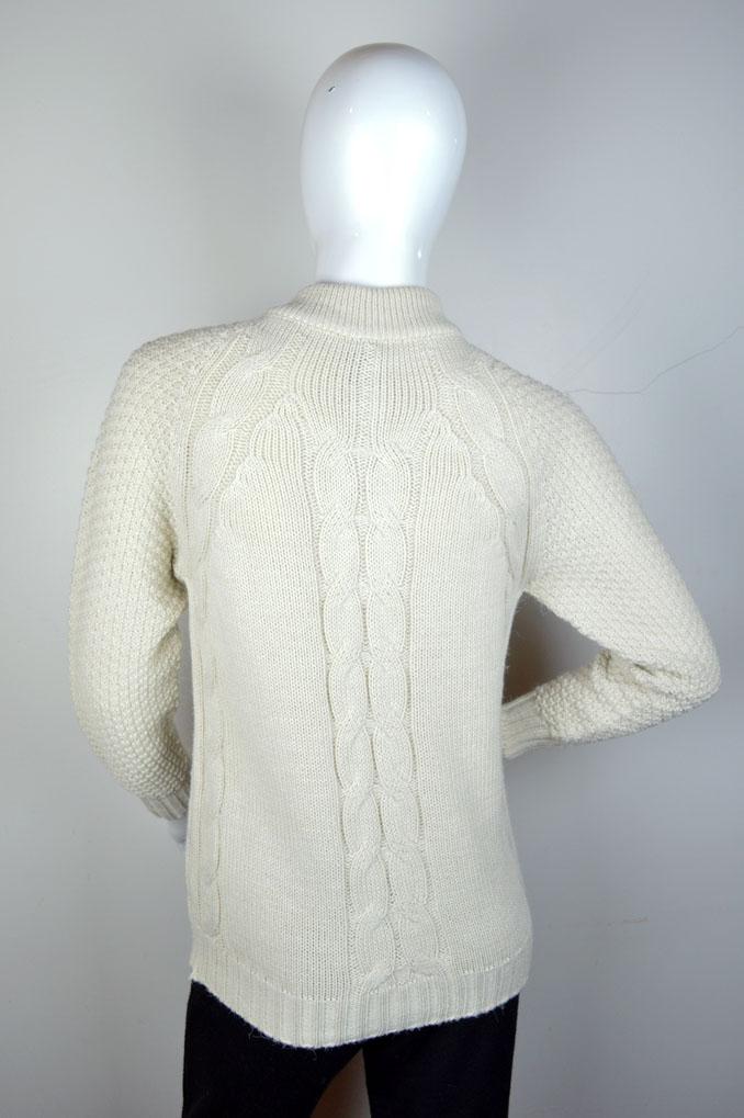Casaco curto decote redondo com textura e bolso 3075